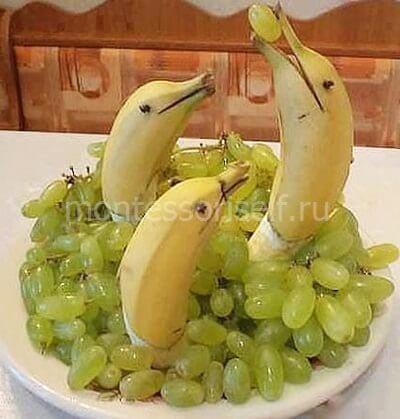 Дельфины из банана