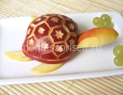 Черепашка из яблока