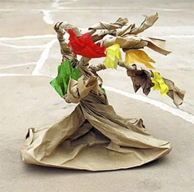 Осеннее дерево из бумажного пакета