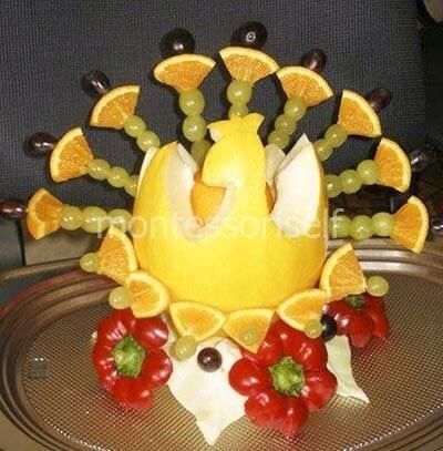 Сказочная композиция из фруктов, ягод и овощей