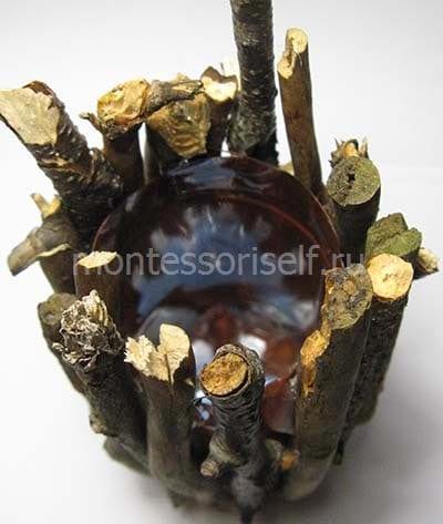 Осенняя вазочка из бутылки и веток