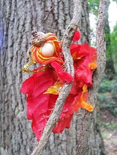 Фея из листьев