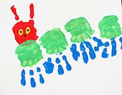Гусеница из ладошек