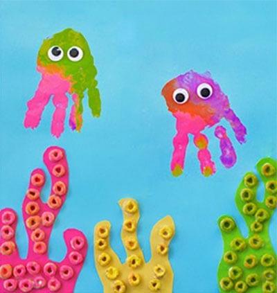 Медузы с забавными водрослями
