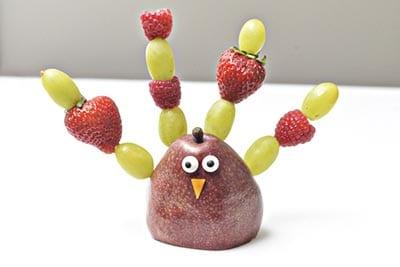 Птичка из фруктов для детей