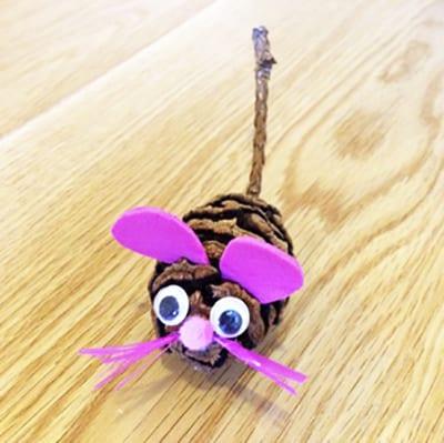 Мышка из шишки