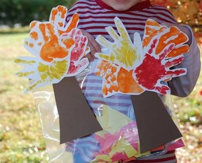 Осеннее дерево из отпечатков детских ручек