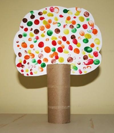 Дерево с кроной из пальчиковых отпечатков
