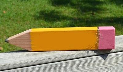 Карандаш из деревянной доски