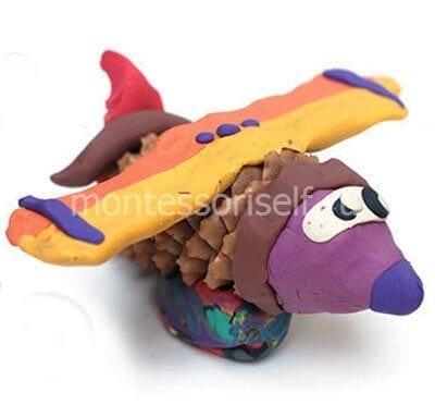 Самолет из шишки и пластилина