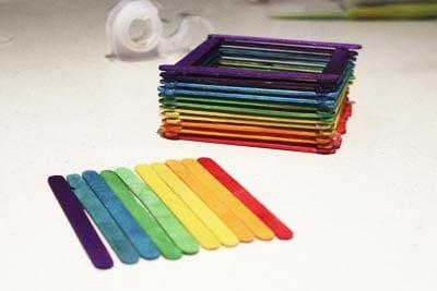 Крыжечка из разноцветных палочек