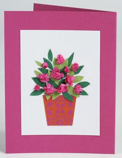 Цветок из мятой бумаги