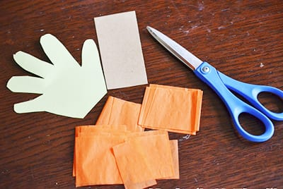 Нарезаем оранжевую бумагу
