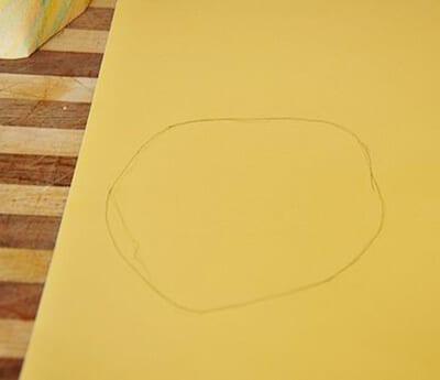 Вырезаем круг из картона