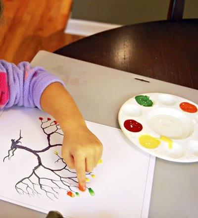 Рисуем пальчиками листья