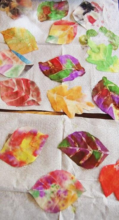 Украшенные бумажные листья