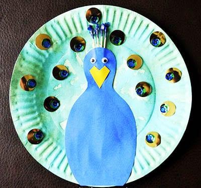 Павлин из одноразовой тарелки