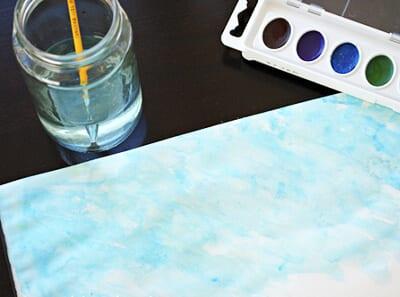 Покрываем голубой акварелью