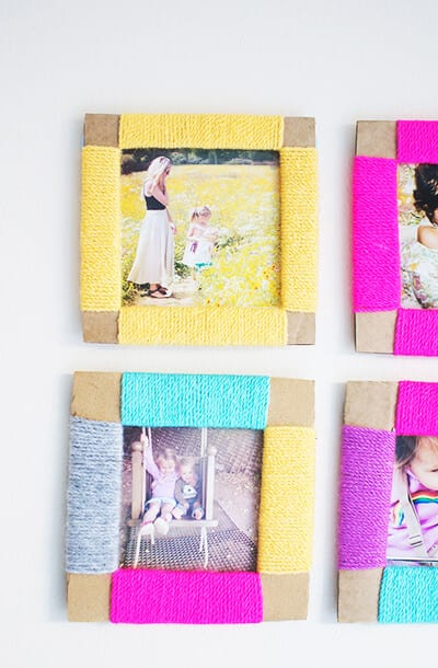 Рамка для фото из картона и пряжи