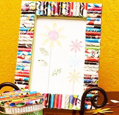 Рамка из картона и бумажных трубочек