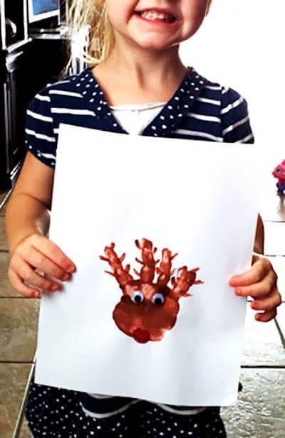 Рисунок олень из отпечатка ладошки