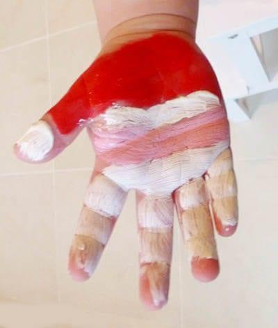 Раскрашиваем ручку пальчиковой краской