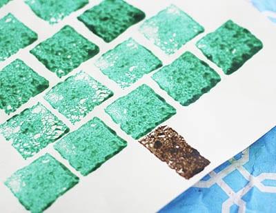 Рисунок елка квадратными штампами