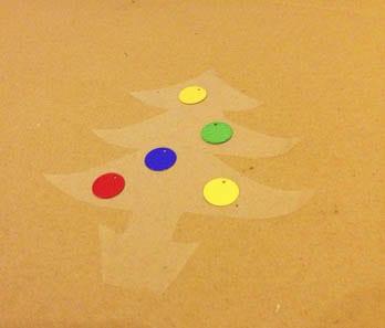Приклеиваем цветные шарики