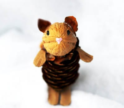 Головка мышки из орешка