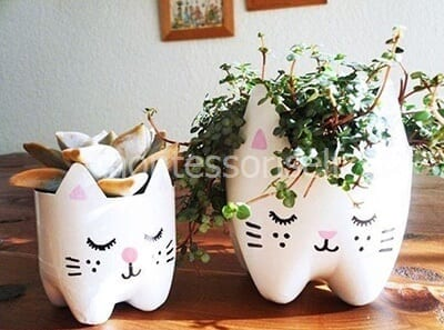 Кошки из пластиковых бутылок