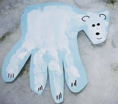Белый медведь из отпечатка ладошки