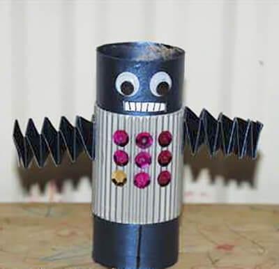 Робот из картонного рулона