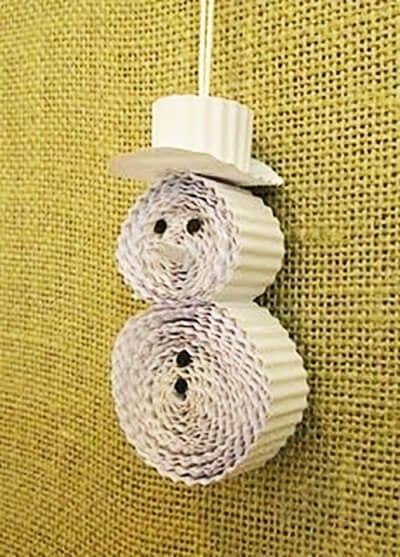 Снеговик из гофрированного картона