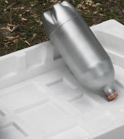 Окрашиваем пластиковую бутылку в серебряный цвет