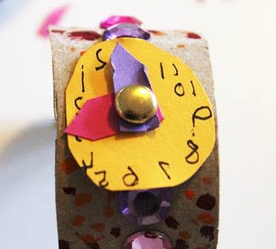 Браслет часы из из картонного рулона