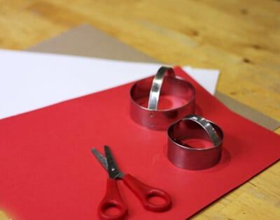 Вырезаем кружки из бумаги