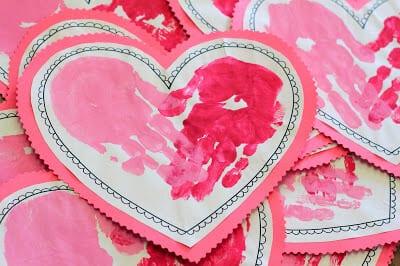 Сердечки с отпечатками ручек