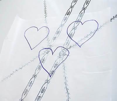 Рисуем сердечки на кальке