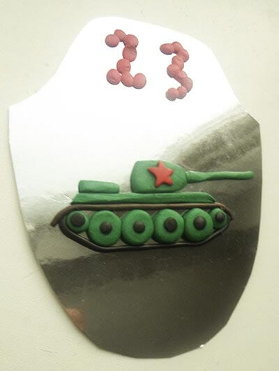 Аппликация танк из пластилина