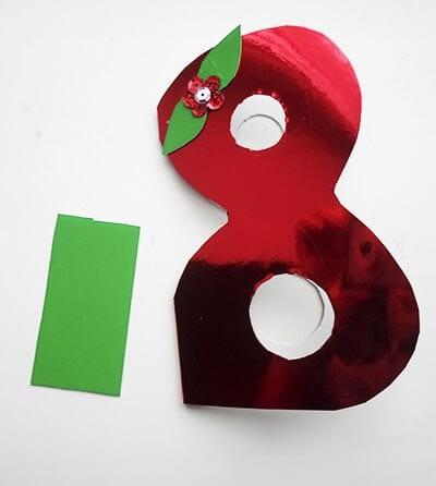 Полоска зеленой бумаги побольше