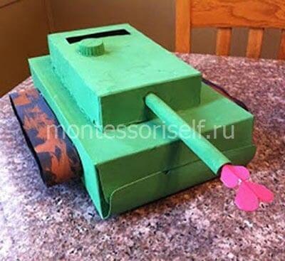 Танк из картонных коробок ко дню защитника отечества
