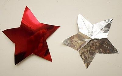 Вырезаем звезду из красного картона