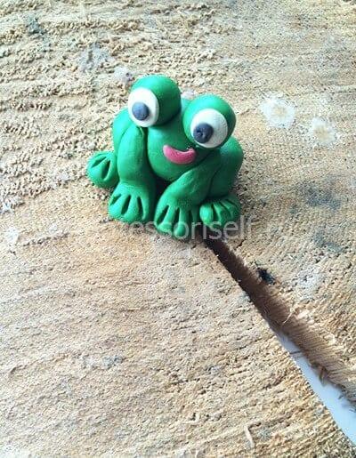 Лягушка из пластилина своими руками
