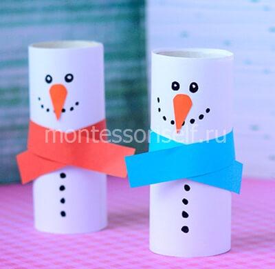 Снеговик из рулона от туалетной бумаги