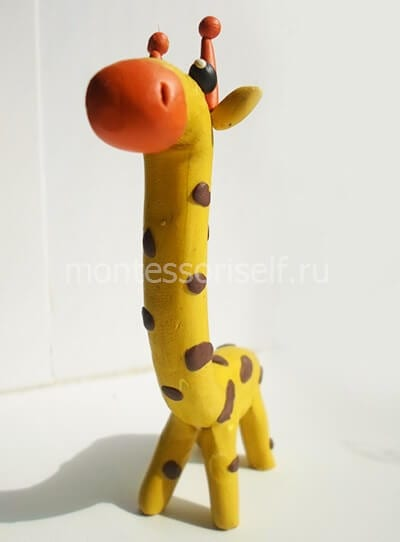 Покрываем пятнышками всего жирафа