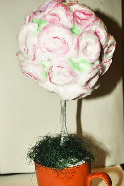 Закрепляем шар с деревом