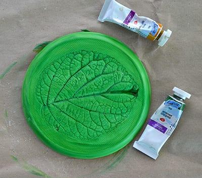 Покрываем зеленой краской