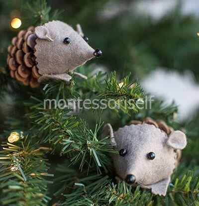 Hedgehogs decorate the Christmas tree