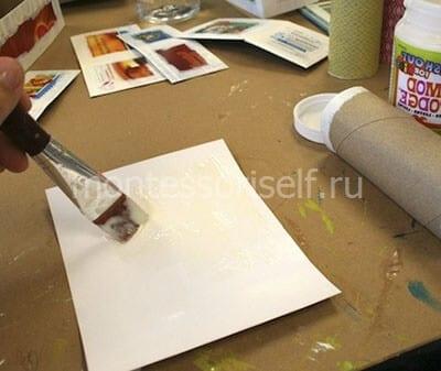 Вырезаем бумагу и наносим на нее клей