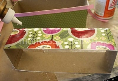 Наносим клей на коробки